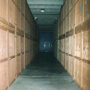 Ampio magazzino di Fratelli Traverso Traslochi, a Genova Rivarolo, con box dedicati per i singoli clienti.