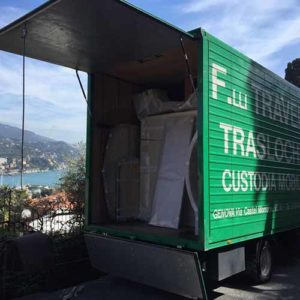 Grazie alla sua ampiezza, il camion di Fratelli Traverso Trasloco potrà ospitare tutti i tuoi mobili.